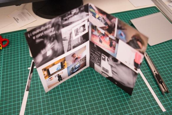 Fist fold dividing the page in half - prima piega dividendo la pagina a metà