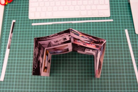 Piegato in quattro - Folded into quarters.